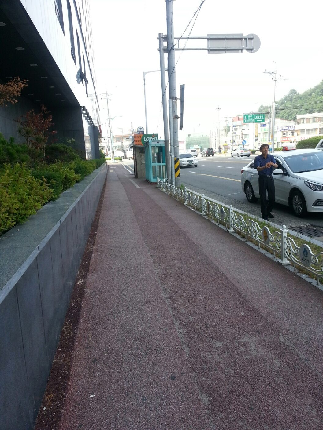 Turn left when you leave Gunsan Bus Terminal. Follow the side walk to the bus stop.